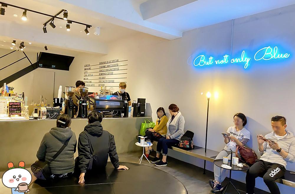 [台北] 可愛藍色香蕉 咖啡只賣銅板價|Banana Blue Coffee 500 捷運士林站