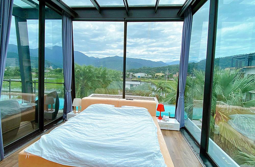 [宜蘭住宿] 稻田中的夢幻玻璃屋 躺著看星星|水畔星墅時尚會館