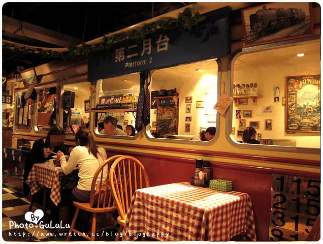 [台北] 藝人餐廳.有小火車的南方列車坊~就在淡水站 (葷素 已歇業