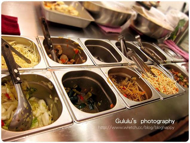 [台北] 佛緣素麵線 招牌麵線、多樣小菜與碗粿 東區 (2014.07補照